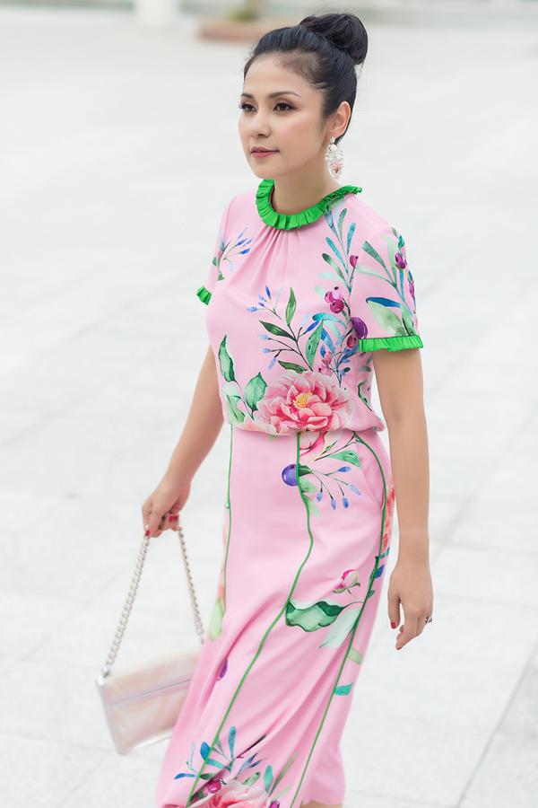 Váy mùa hè được xây dựng trên các chất liệu chủ yếu như silk, chifont sẽ luôn tạo cảm giác nhẹ nhàng thoải mái cho người mặc.