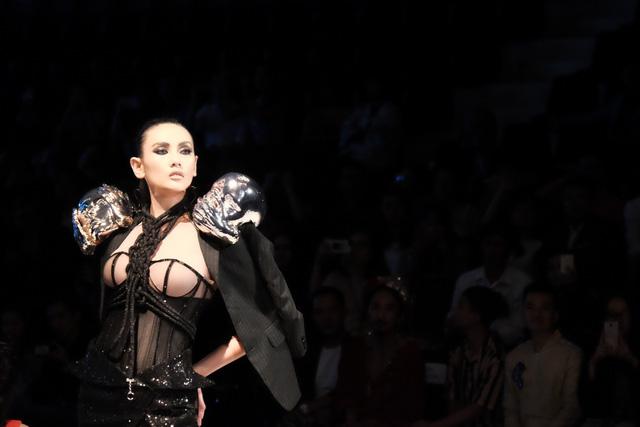Từ thương hiệu công sở tới thời trang cao cấp: Vascara đang khẳng định điều gì tại sự kiện VIFW 2018? ( xin edit ) - 5