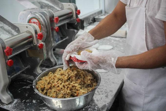 Món ăn nổi tiếng tại đây là soon keuh, một loại dim sum để ăn nhẹ làm từ bột gạo. Cửa hàng nổi tiếng này từng được giới thiệu trong một chương trình chuyền hình tại Singapore.