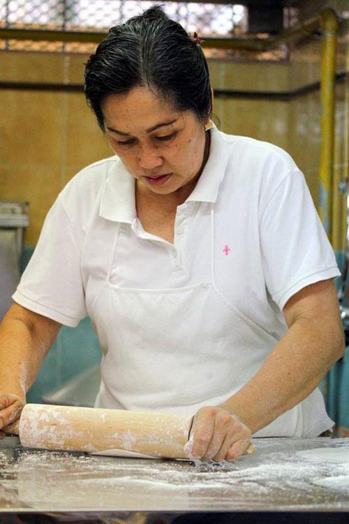 Từ khi bà Tay bước sang tuổi 64, sức khỏe sa sút, hay bị mệt và Goh thường là người phụ giúp mẹ trong những ngày cuối tuần hoặc dịp lễ. Cửa hàng này đã phải dừng hoạt động vào tháng 4/2012 sau 8 năm hoạt động do sức khỏe của bà Tay không ổn định.