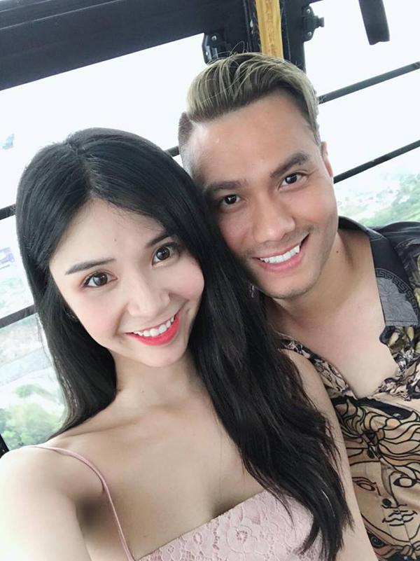 Thanh Bi và bạn diễn Việt Anh tại hậu trường Người phán xử ngoại truyện.