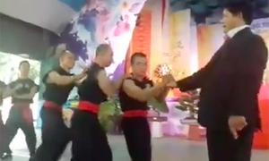 Chưởng môn Nam Huỳnh Đạo tái hiện công phu 'truyền điện'