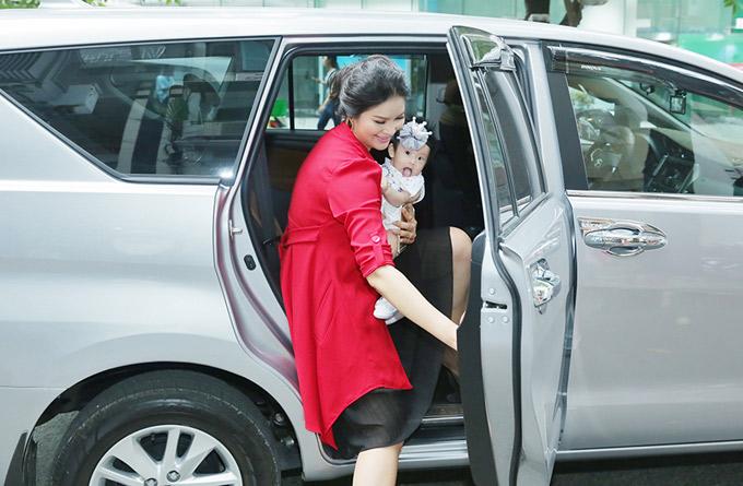 Lê Thị Phương mất tích một thời gian. Khi trở lại cô tiết lộ đã có con gái đầu lòng.