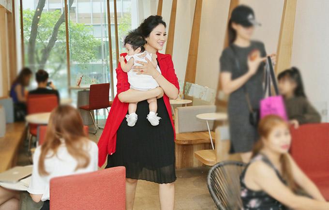 Vợ chồng người đẹp hiện sống tại TP HCM. Ông xã của Lê Thị Phương làm việc ở lĩnh vực y tế dự phòng. Anh ủng hộ vợ tiếp tục hoạt động nghệ thuật sau khi kết hôn và sinh con.