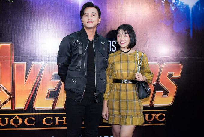 Linh Chi quấn quýt Lâm Vinh Hải, Chúng Huyền Thanh bế bầu 7 tháng đi xem phim