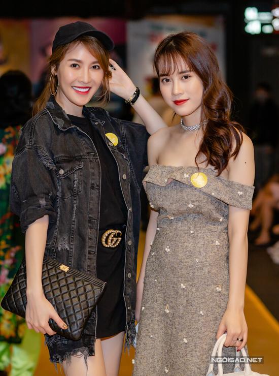 Nữ ca sĩ đi xem phim cùng Ngô Mai Phương, Á khôi Sinh viên Việt Nam.