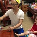 Bố hài hước ôn luyện cho con gái 2,5 tuổi thi vào lớp 1