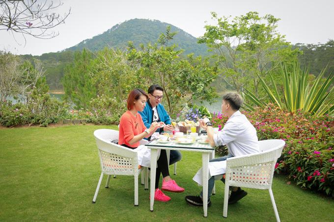 Hoàng Oanh ăn uống, đi đạo cùng người yêu cũ ở Đà Lạt