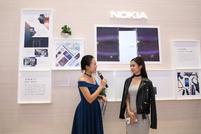 Jun Vũ bật mí chiếc điện thoại theo mình suốt nhiều năm tháng đi học là Nokia rắn săn mồi.