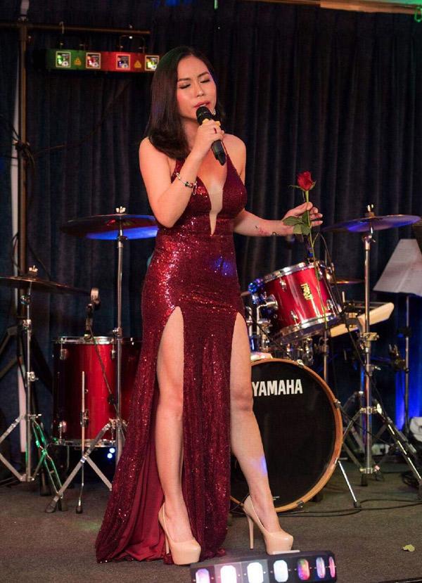 Cô âm thầm hoạt động trong làng giải trí, được nhiều bầu show ưu ái mời bay show lưu diễn ở nước ngoài.