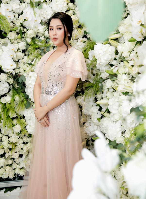 Nhà văn Gào (tên thật là Phương Thanh) thử sức kinh doanh về lĩnh vực làm đẹp. Cô đầu tư mở một viện thẩm mỹ công nghệ cao tại TP HCM.