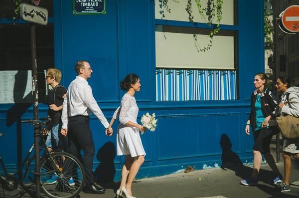Đám cưới của Diệu Thanh và Jerome chỉ vỏn vẹn 18 khách mời; tất cả cùng di chuyển tới nhà thờ làm lễ bằng phương tiện công cộng.