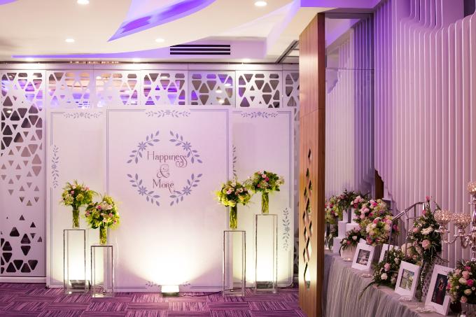 Nhà hàng gây ấn tượng với 4 sảnh tiệc lung linh được bài trí theo nhiều phong cách.