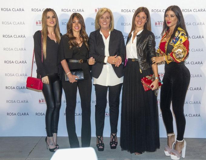 Antonella Roccuzzo cùng bạn thân là Daniella Semaan - bạn gái Fabregas cùng tới dự show thời trang lớn Rosa Clara.