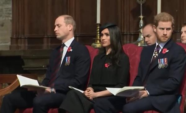 William nhắm mắt khi ngồi cạnh em dâu tương lai và em trai, Hoàng tử Harry. Ảnh: The Sun