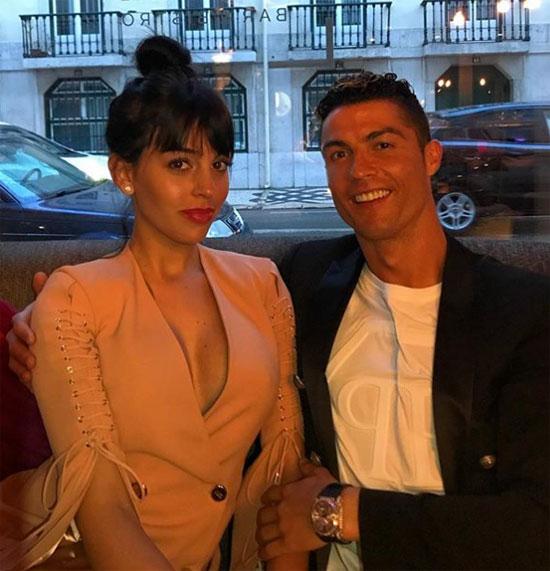 Bạn gái C. Ronaldo tái xuất làm mẫu ảnh sau thời gian nghỉ chăm con - 1