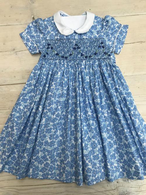 Mẫu váy Công chúa Charlotte diện khi đến thăm mẹ và em trai mới sinh.