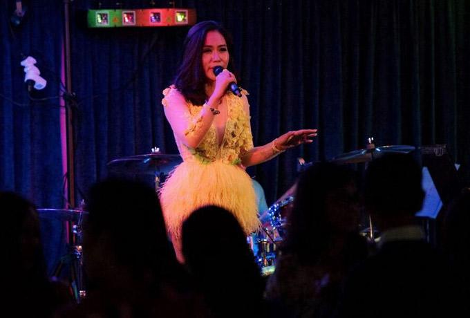 Hồng Mơ được khán giả yêu thích nhờ giọng hát nội lực, đầy cảm xúc.