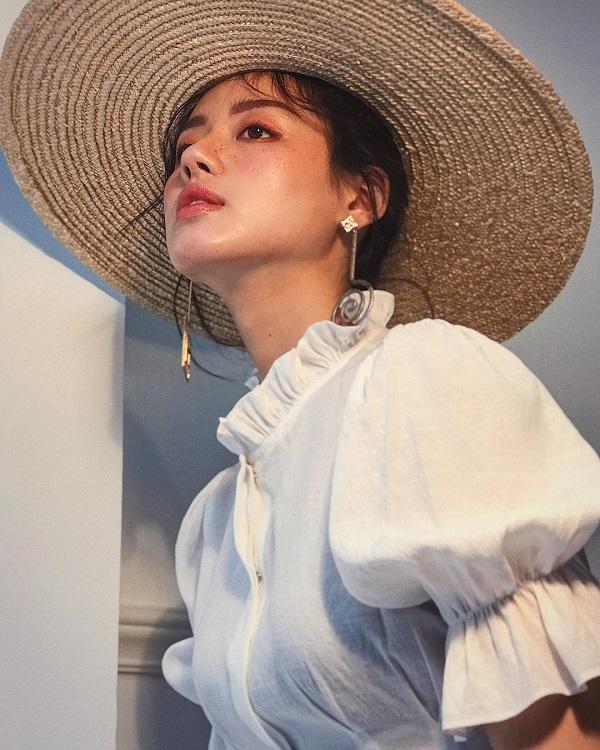 Khánh Linh The Face sắm túi xách hàng hiệu nhỏ như bàn tay