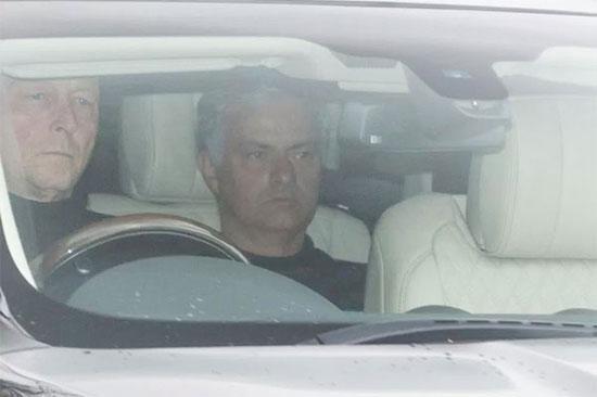 Trong khi các học trò đi nghỉ, HLV Mourinho ở lại Anh chuẩn bị cho trận đấu với Arsenal cuối tuần này. Thầy trò nhà cầm quân người Bồ Đào Nha trở lại sân tập hôm 25/4.