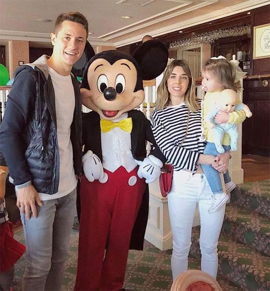 Tiền vệ Ander Herrera đưa nửa kiaIsabel Collado và con gái tới Disneyland, Paris. Ngôi sao người Tây Ban Nha viết rằng chuyến đi không hề lên kế hoạch trước nhưng hoàn hảo.