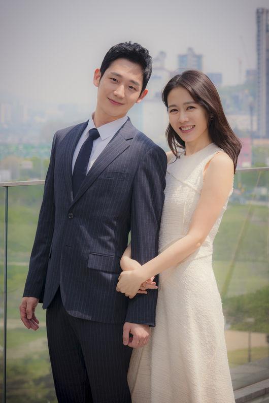Son Ye Jin và Jung Hae In tại sự kiện chiều nay 26/4.