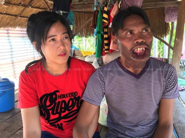 Boonmee và vợ trẻ Phatsara hạnh phúc khi được ở bên nhau. Ảnh: Khaosod.