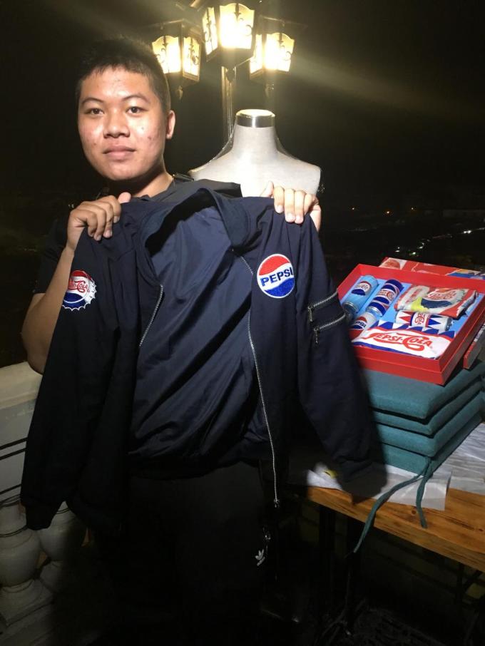 Hành trình 'săn' quà Pepsi của giới trẻ Hà Nội