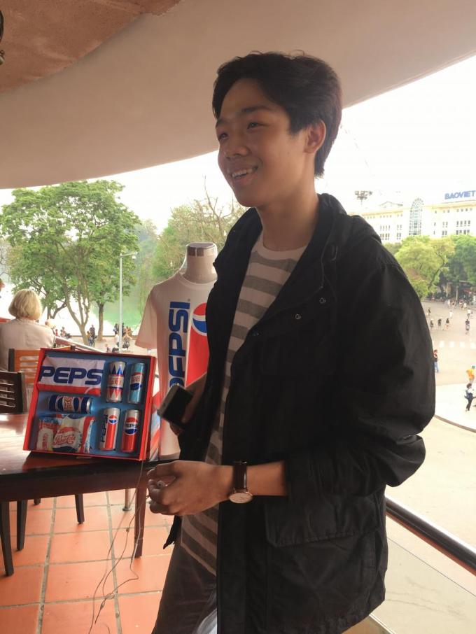 Và cuối cùng, Sơn, chàng trai đến địa điểm đầu tiên đã đạt được phần thưởng sau khi mật khẩu Hàm cá mập tấp nập người qua - Uống Pepsi trẻ chất săn hộp quà được công bố, khi đã đạt đủ lượt chia sẻ.