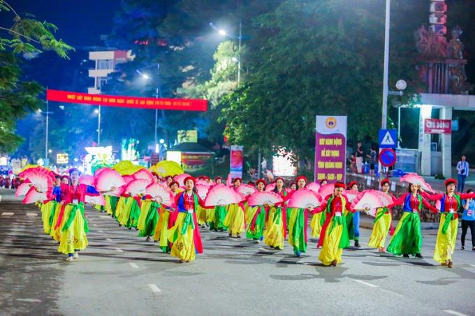 Lễ diễu hành Carnaval diễn ra tại Hạ Long - 4