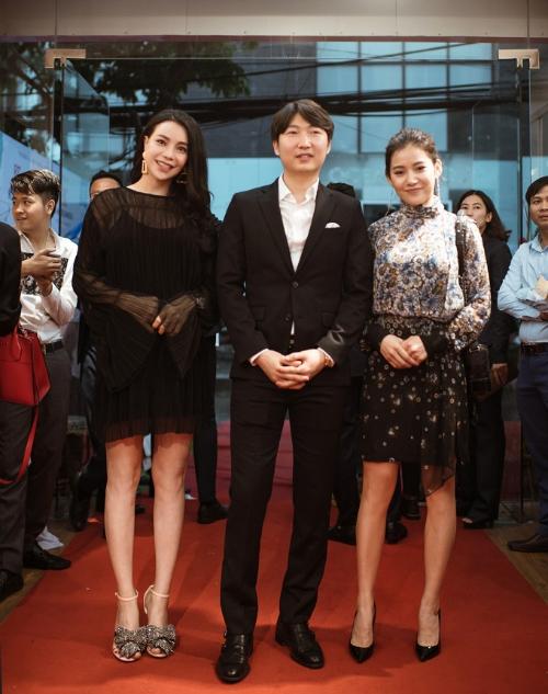 Á hậu Tú Anh, Hoa hậu Dương Thuỳ Linh rạng rỡ dự sự kiện - 4