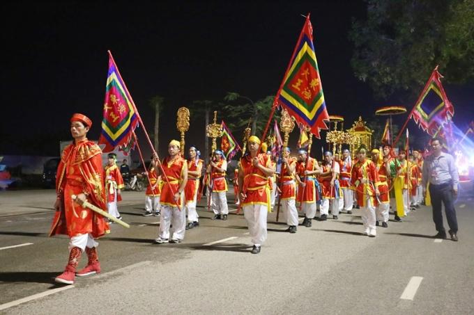 12 xe hoa diễu hành tại Carnaval Hạ Long