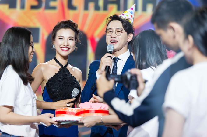 Quang Bảo khóc, Hoàng Oanh ôm chặt anh - 4