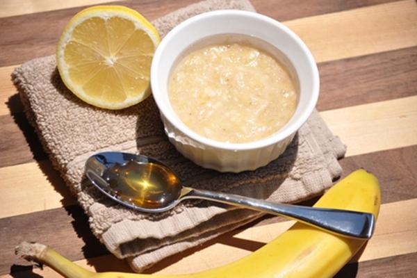Chuối xay nhuyễn trộn với mật ong cũng là hỗn hợp trị da bỏng nắng hiệu quả.