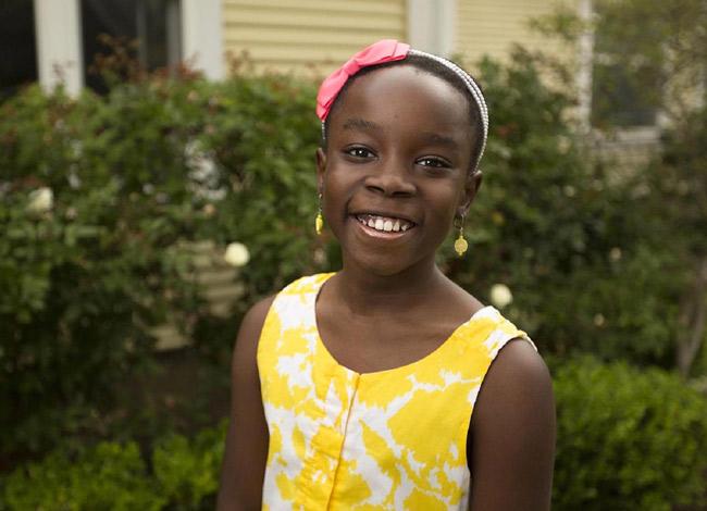Bé Mikaila bắt đầu tập tành kinh doanh từ năm mới lên 4 tuổi. Ảnh: CNBC.