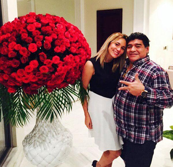 Cậu bé vàng Maradona và bạn gái Rocio Oliva kém 30 tuổi có cuộc tình ồn ào tốn giấy mực vài năm nay.