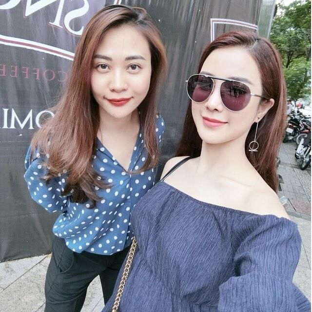 Đàm Thu Trang tới chúc mừng cô bạn thân Diệp Lâm Anh khai trương cửa hàng.