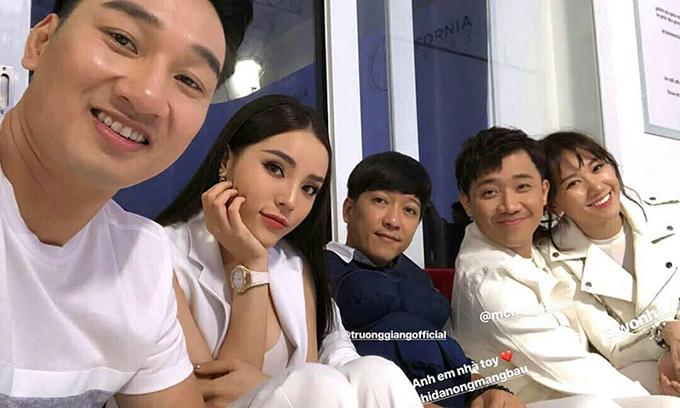 Dàn sao khủng của showbiz Việt như vợ chồng Trấn Thành - Hariwon, Trường Giang, Kỳ Duyên và MC Thành Trung lại quy tụ trong một show truyền hình.