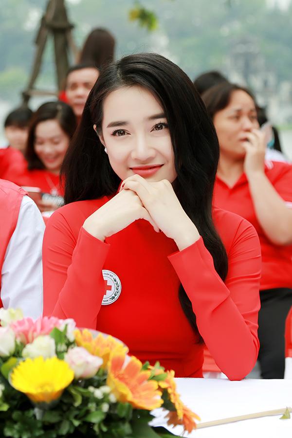 Nhã Phương ngày càng đắt show sau ồn ào tình ái của Trường Giang