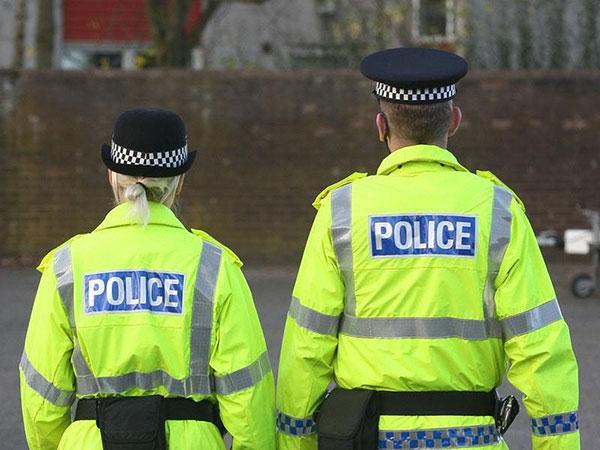 Nữ cảnh sát bị tấn công tình dục khi đuổi theo nghi phạm hiếp dâm. Ảnh minh hoạ: Express&Star.