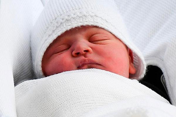 Hoàng tử Louis - con thứ ba của cặp đôi William và Kate -chào đời ngày 23/4. Ảnh: AFP.