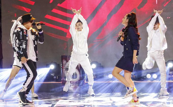 Tập này huấn luyện viên Văn Mai Hương hòa giọng cùng chàng vũ công. Ca khúc được phối lại nghe khá mới mẻ.