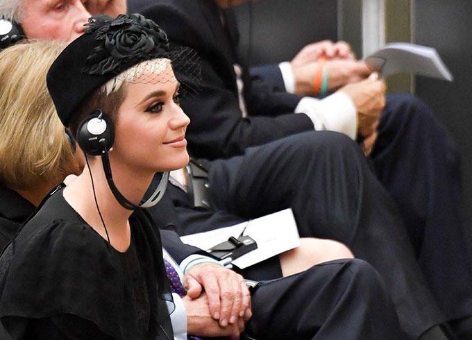 Nữ ca sĩ vẫn dành thời gian tham gia các hoạt động xã hội giữa quá trình lưu diễn vòng quanh thế giới.