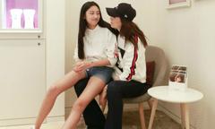 Con gái 14 tuổi của Nhậm Đạt Hoa đọ chân dài với mẹ