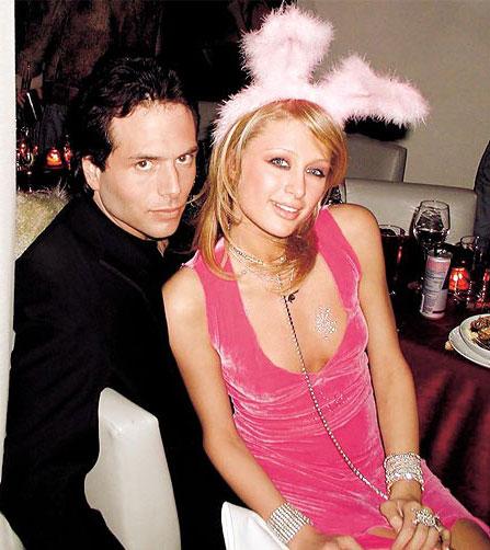 Rick Salomon - bạn trai cũ của Paris Hilton - từng bán băng sex của họ và kiếm hàng triệu USD.