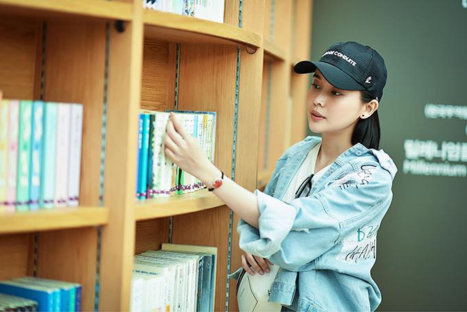 Trong phim mới, nhân vật của Cao Thái Hà thường mặc đồng phục công an, còn ở đời thường thì mặc trang phục cá tính. Do đó, êkíp yêu cầu cô cắt tóc ngắn để trông năng động, mạnh mẽ hơn.