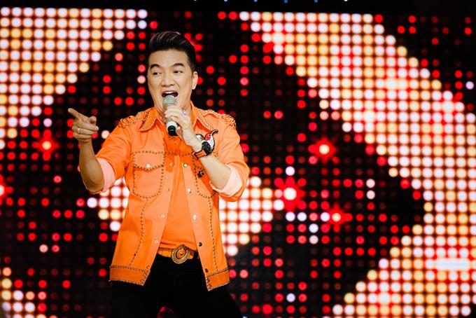 Lệ Quyên, Đàm Vĩnh Hưng nắm tay không rời khi hát ở Đà Nẵng - 6