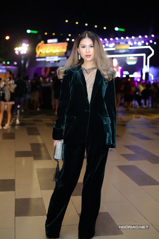 Diện suit là một trong những xu hướng được sao Việt yêu thích trong thời gian gần đây. Tuy nhiên Ngọc Thanh Tâm bị đánh giá kém tinh tế khi chọn suit nhung chưng diện trong thời điểm Sài Gòn nóng đổ lửa.