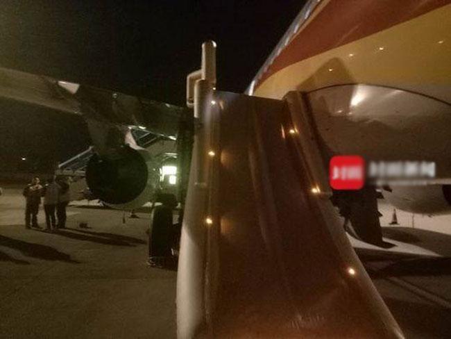 Hành khách mở nhầm cửa thoát hiểm vì muốn hít khí trời khi sắp cất cánh