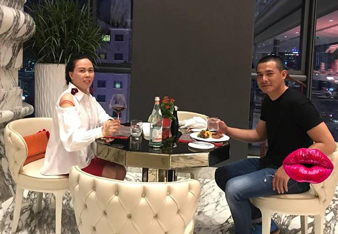 Quách Ngọc Ngoan và Phượng Chanel hẹn hò tình tứ nhân ngày nghỉ lễ.